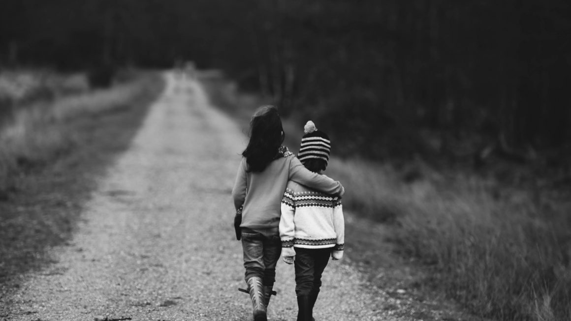 Siblings Image by Annie Spratt from Pixabay